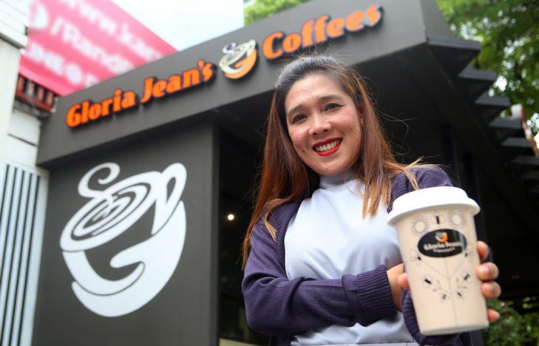 """""""กลอเรีย จีนส์ คอฟฟี่""""  ปั้น แบรนด์ลูกบุกปั๊มน้ำมัน ท้าชนตลาดร้านกาแฟในไทย"""
