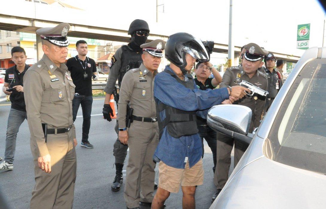 บิ๊กโอ๋ นำทีมสืบสวนบุกรวบมือปืนหึงโหด ชำระแค้นยิงเจ้าของอู่ซ่อมรถดับ