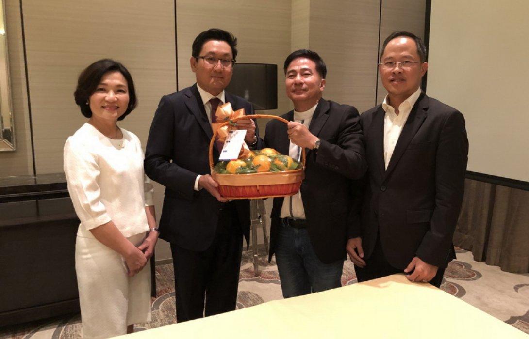 APM มอบกระเช้าแสดงความยินดีกับผู้จัดการตลาดหลักทรัพย์ ฯ คนใหม่