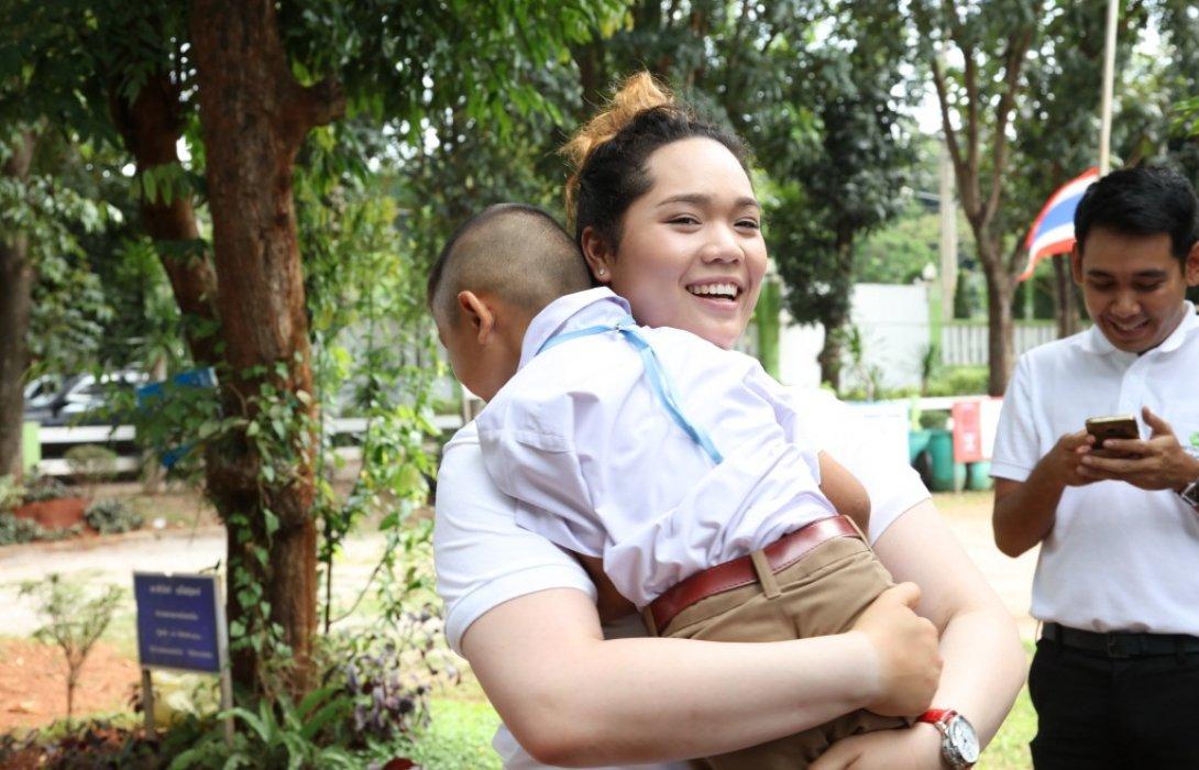 """""""โอกาสที่ดีมีค่ายิ่ง""""โปรเม มอบทุนการศึกษาผ่านมูลนิธิสายธาร เครือเบทาโกร เพื่อพัฒนาเด็กไทยคุณภาพ"""