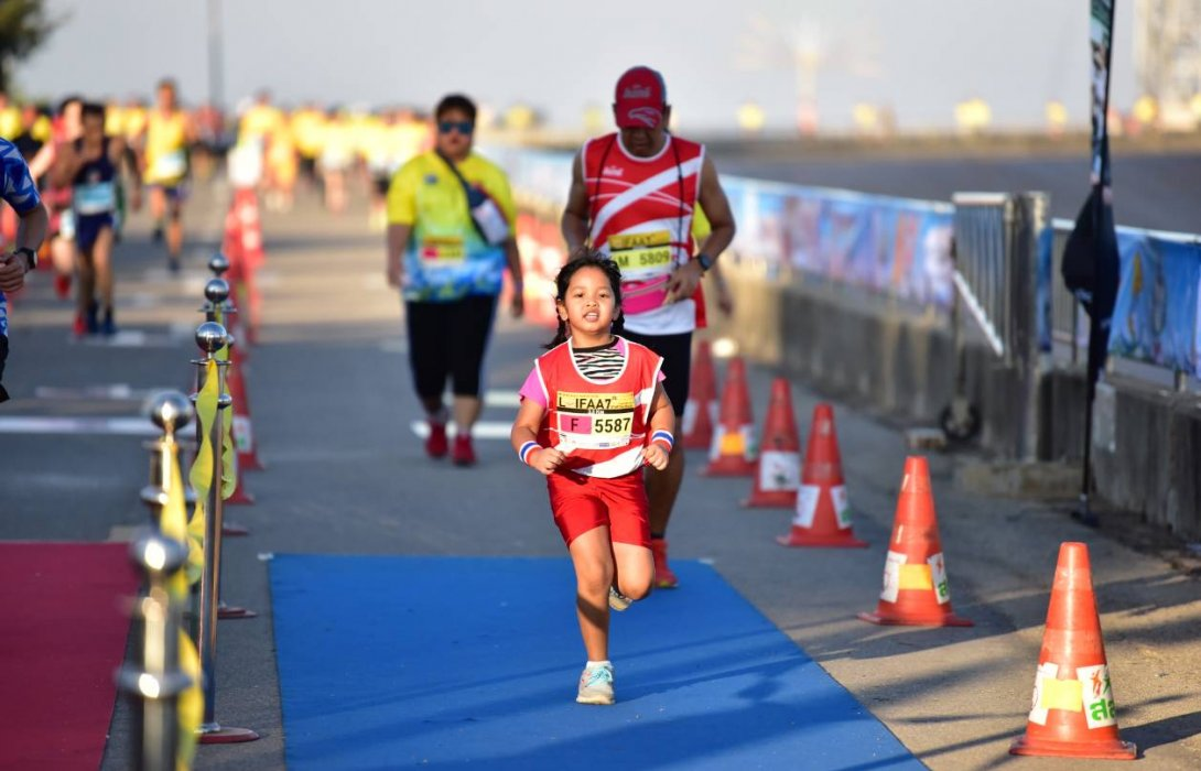 โคราชฮาล์ฟมาราธอนลอยฟ้า 2018 สุดคึกคัก นักวิ่งปอดเหล็กกว่า 4,000 คน เข้าร่วมชิงชัย