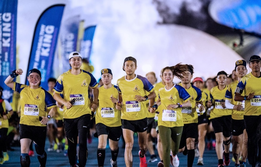 นักวิ่งและนักปั่นภูมิใจ ร่วมวิ่งและปั่นจักรยานเทิดพระเกียรติมหามงคลพระราชพิธีบรมราชาภิเษก
