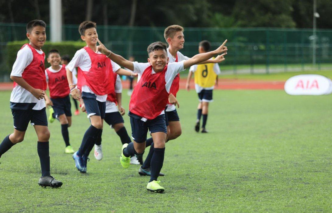 เอไอเอ ผนึก สเปอร์ คัดเลือก 24 เยาวชนแข้งทอง ร่วมฝึกทักษะฟุตบอล