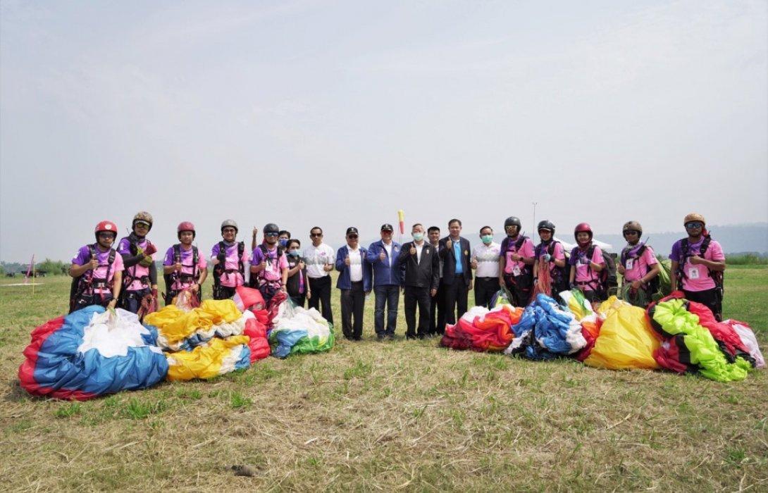จัดแข่งขันร่มร่อนชิงแชมป์แห่งประเทศไทยและนานาชาติ ณ ผาตากเสื้อ จังหวัดหนองคาย