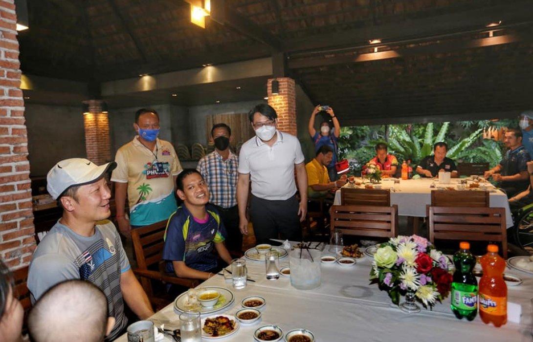 ทัพฮีโร่พาราไทยอิ่มหนำสำราญ ทานอาหารทะเลสุดชิล ริมชายหาดภายใต้โครงการ
