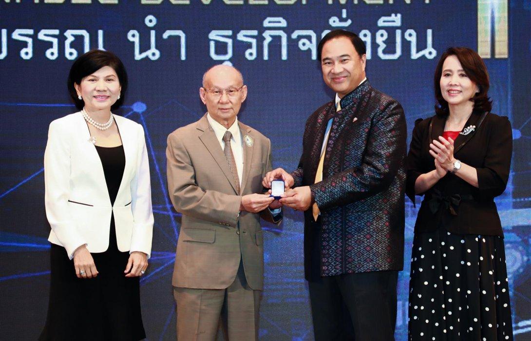 วิริยะประกันภัย รับมอบเข็มเกียรติคุณ ชมรมจรรยาบรรณหอการค้าไทย ปี 62