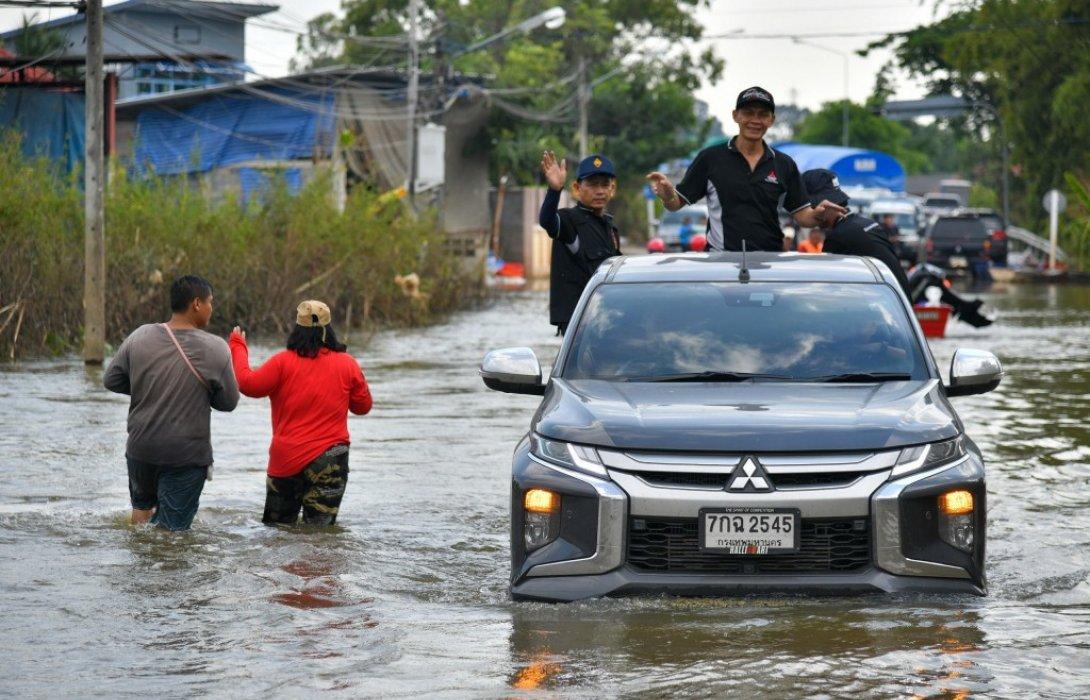"""มิตซูบิชิ จัดคาราวาน """"ธารน้ำใจช่วยภัยน้ำท่วม สู่พี่น้องภาคอีสานบ้านเฮา"""""""