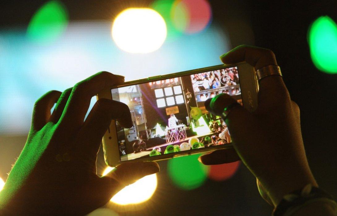 เอไอเอส คาดปีใหม่นี้คนไทยฮิตส่งวิดีโอและLive ผ่านโซเชียลมีเดียมากที่สุดเสริมกำลังเครือข่าย300%